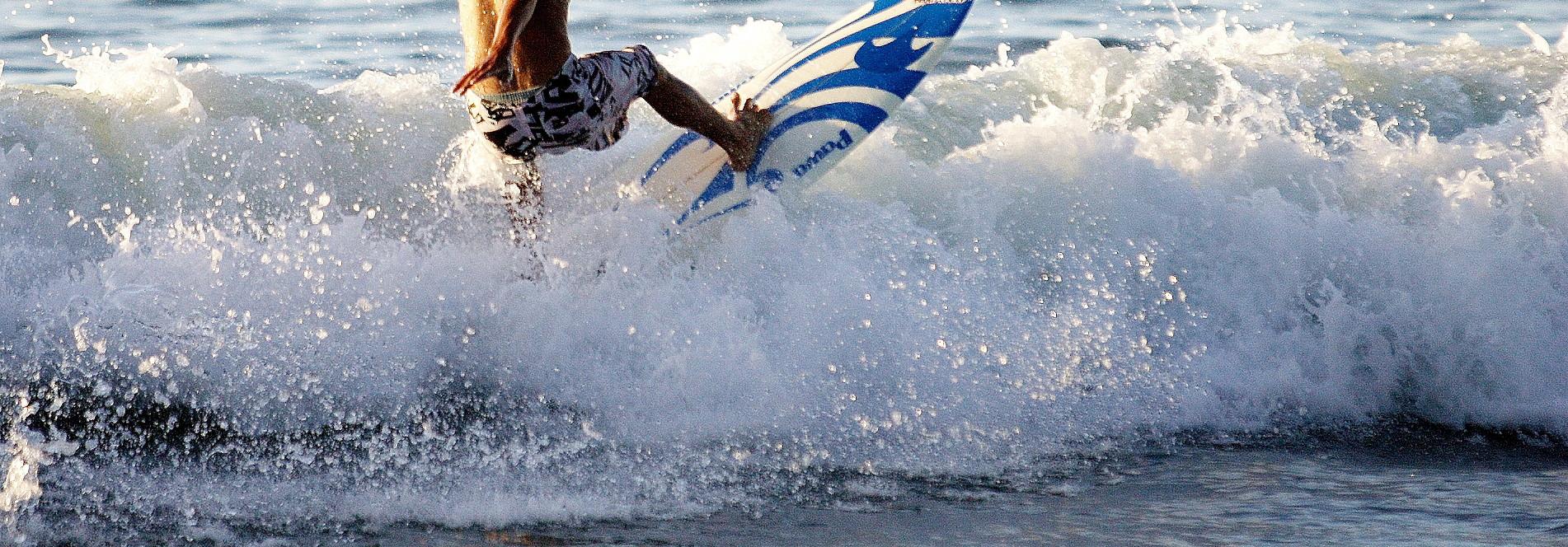 sayulita-surfer